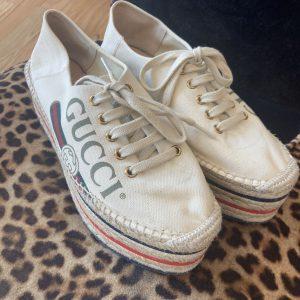 Gucci canvas lace shoe. 38.5